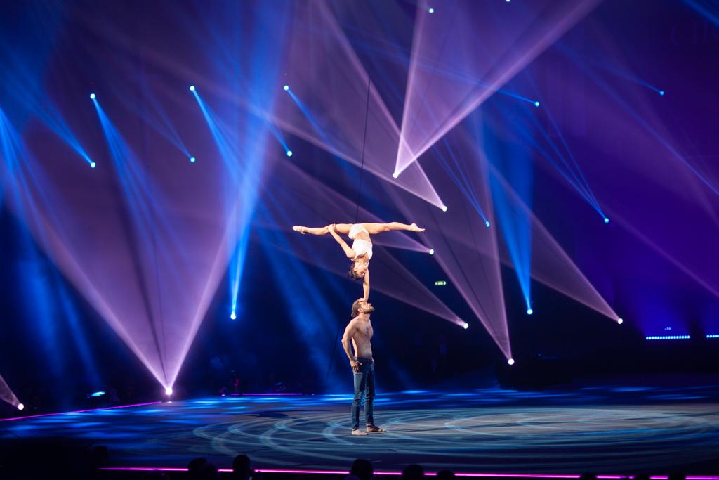 Festival Cirque Arobatie Grand écart sur la tête Evènement Photo Tom Atome