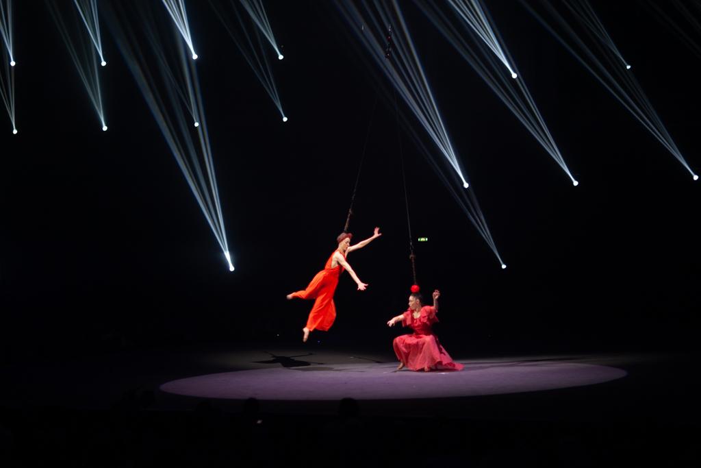 Festival Cirque Arobatie Suspendu par les cheveux Evènement Photo Tom Atome
